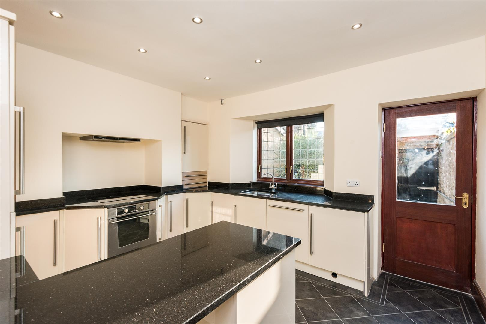 2 Bedroom House Sale Agreed Image 4